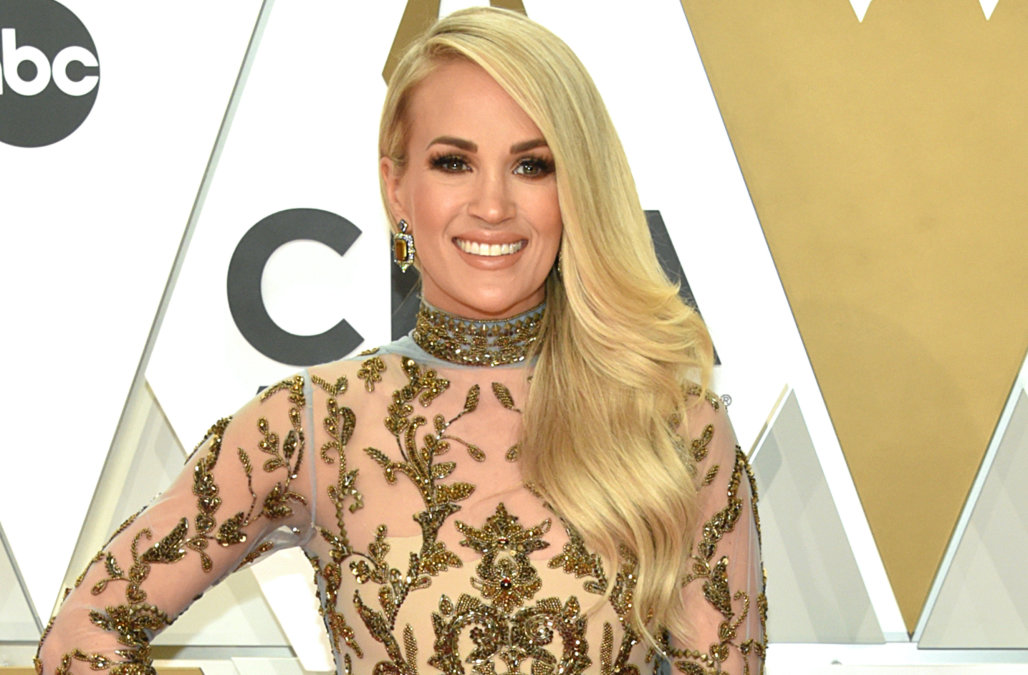 Carrie Underwood attends the 2019 CMA awards in a sheer baroque gown – AOL